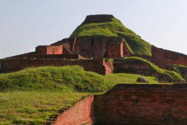 Structures in Somapura Mahavihara complex